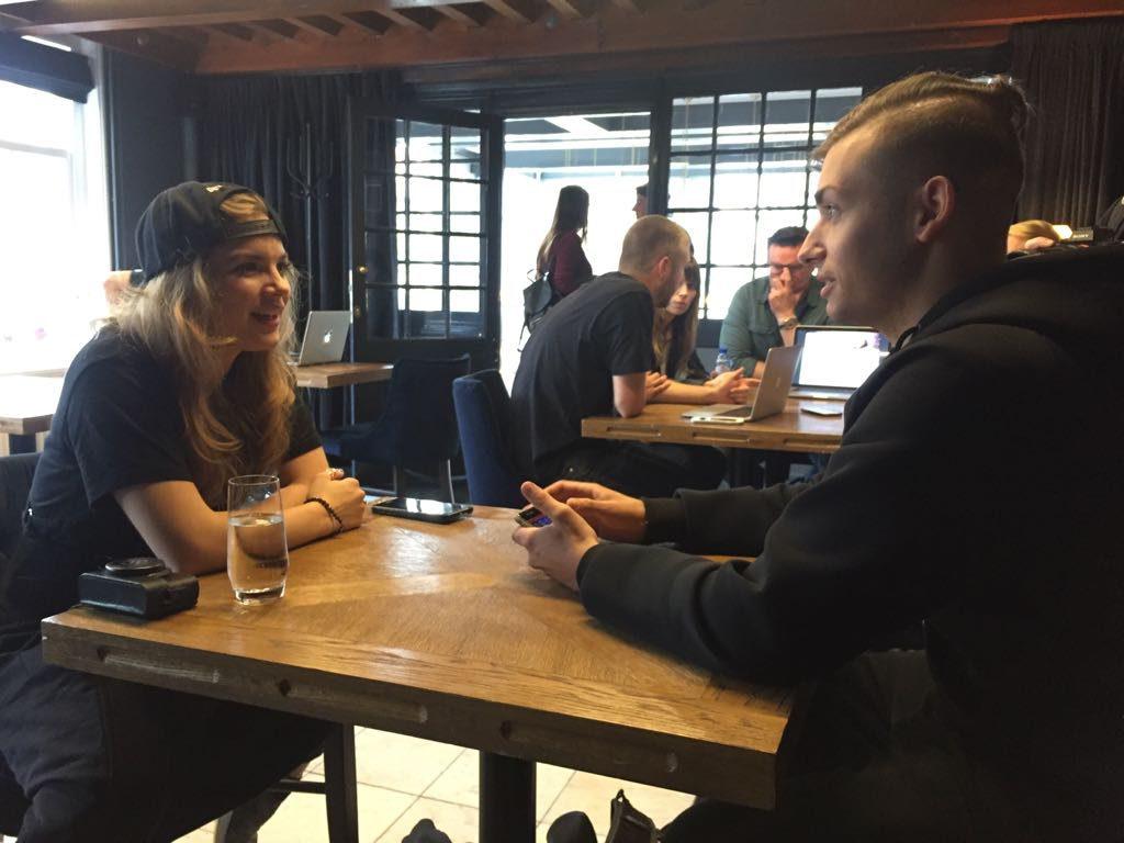 Cristian de Tomasi intervista Sophie Francis